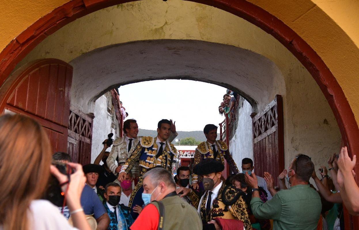 18-Juli-Manzanares-y-Roman-El-Espinar-puerta-grande