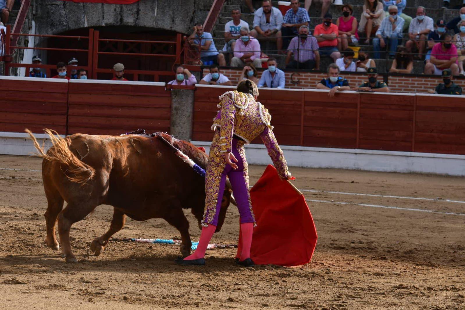 4-El-Espinar-Javier-Cortes-derechazo
