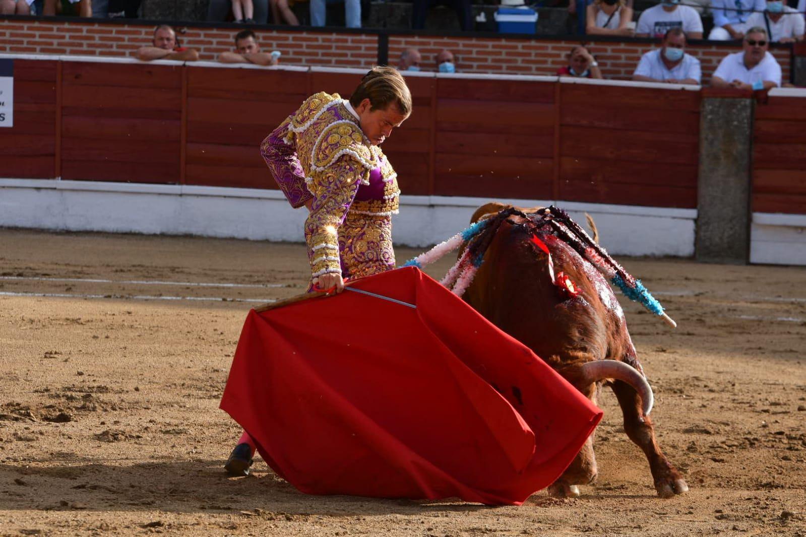 5-El-Espinar-Javier-Cortes-derechazo