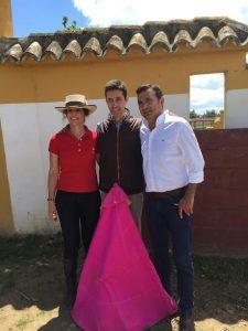 Pedrito de Portugal junto al empresario Carlos Gardiel y su esposa